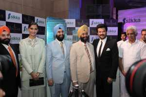 (Left to Right) Mr. Harvinder Sikka, MD, Sonam Kapoor, Mr. Gurneet Sikka, Director, Mr. Gurinder Sikka Chairman, Sikka and Anil Kapoor at the launch of Sikka, The Downtown