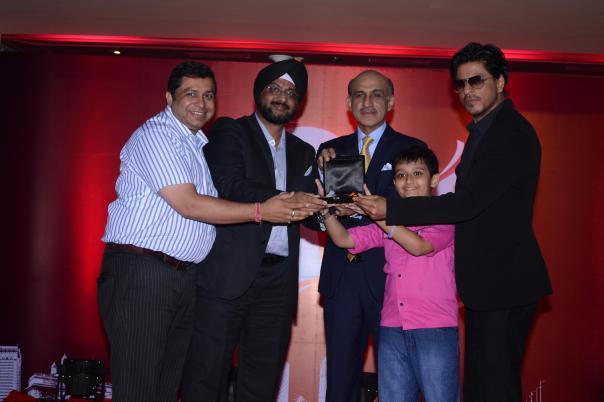 (L-R): Ram Mehrotra, Sukhpreet Singh, Sanjeev Kumar & SRK