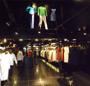 Yell-launches-its-flagship-store-in-Chandigarh